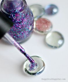 Learn how to make glass glitter DIY magnets - great kids activity and you can get most of the supplies at the dollar store as a DIY home decor dollar store project! #diymagnets #glitter #diyhomedecordollarstore Glitter Magnets, Diy Magnets, Glitter Crafts, Glitter Projects, Glass Magnets, Great Mothers Day Gifts, Mothers Day Crafts, Mother Day Gifts, Art Floral