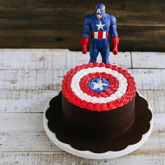 """""""Do you know that captain america shield is made from vibranium? Not buttercream """" Captain America Shield, Cartoon, Baking, Cake, Captain America Cake, Ideas, Log Projects, Bakken, Kuchen"""