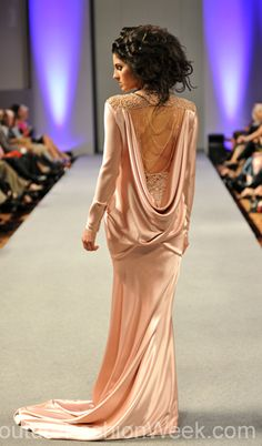 #moteuke #design #model #stil #kvinne #IsabelZapardiez #mote #couture #fashion #pastel #kjole #detaljer #blonder