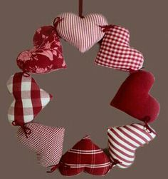 El Rincón Vintage de Karmela: Hoy un post especial de decoración navideña hecha… Valentines Day Decorations, Valentine Day Crafts, Xmas Decorations, Felt Crafts, Diy And Crafts, Christmas Crafts, Christmas Makes, Felt Christmas, Christmas Wreaths