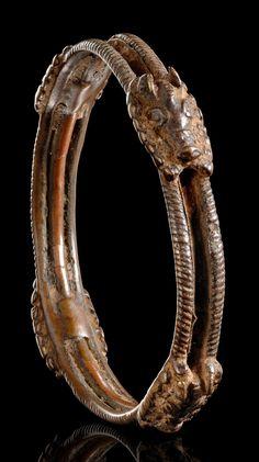 Africa   Bracelet from the Benin culture of Nigeria   Bronze alloy   Est. 500 - 1000€