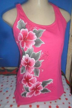 We start with the workshop courses: learn to make sheets painted with acrylic m . Dress Painting, T Shirt Painting, Fabric Painting, Hand Painted Dress, Painted Clothes, Tambour Embroidery, Embroidery Art, Fabric Paint Designs, Fabric Design