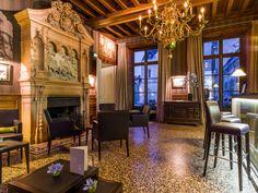 Bar avec cheminée du XIXème siècle