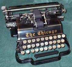 Modern Typewriter, Antique Typewriter, Nerd Decor, Interior Design Books, Chicago, Harry Potter Decor, Bookshelf Styling, Weird Cars, Vintage Typewriters