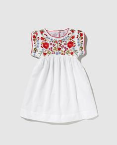 Vestido de niña Bass 10 en blanco con bordados Baby Girl Dresses, Baby Dress, Little Girl Outfits, Kids Outfits, Baby Girl Fashion, Kids Fashion, Mexican Dresses, Little Fashionista, Cute Baby Clothes
