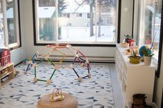 How should you rotate toys in a Montessori environment? Here are some Montessori points to keep in mind when considering toy rotation. toys Toy Rotation in Our Montessori Home Montessori Playroom, Toddler Playroom, Montessori Baby, Toddler Toys, Playroom Ideas, Montessori Toddler Bedroom, Montessori Education, Home Daycare, Daycare Rooms