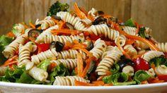 Le concombre et la tomate deviennent acqueux si on les laissent trop longtemps. Tout préparer 1 ou 2 jours à l'avance mais mélanger avec les légumes à la derniere minute avant de servir.