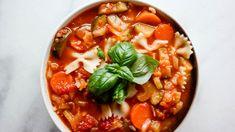 Italiensk tomatsuppe med grønnsaker, bønner og pasta