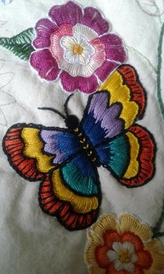 Handmade Embroidery Designs, Hand Embroidery Patterns Flowers, Border Embroidery Designs, Basic Embroidery Stitches, Hand Embroidery Videos, Hand Embroidery Tutorial, Embroidery Techniques, Cross Stitch Embroidery, Cushion Embroidery