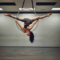 twisty spine #aerialnation #aerialist #aerial #aerialhoop #lyra #hoop #hoopdancer #fit #fitness #dancer #girlswithmuscle #muscle #strong #flex #flexible #bendy #aerialbeauty #aerialaddict #circustraining #training #aerialhooptricks #strongissexy #twisted #acrobat #circus #fitchick #contortionist #dance #pepearts #splits