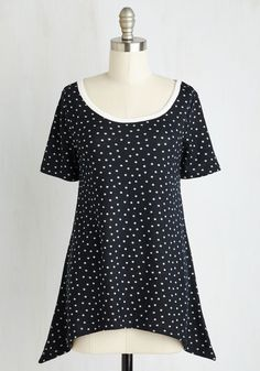 By and Lodge Top in Navy Dots. After arriving at your mountainous weekend getaway, its time to engage in chill mode in the comforts of this deep navy tee! Plus Size Blouses, Plus Size Tops, Vintage Shorts, Vintage Outfits, Indie Outfits, Fashion Outfits, Full Figured Women, Plus Size Beauty, Basic Tops