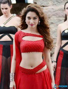Indian Bollywood Actress, Bollywood Girls, Beautiful Bollywood Actress, Beautiful Girl Photo, Beautiful Girl Indian, Most Beautiful Indian Actress, Sonam Kapoor, Deepika Padukone, Hottest Pic