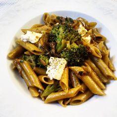 JeanneDôme: Chez Jeanne- Πέννες μαγειρεμένες σε σπιτικό ζωμό λαχανικών με καραμελωμένα κρεμμύδια, μπρόκολο και φέτα - Penne with caramelised onion, broccoli and feta cheese Penne, Feta, Broccoli, Vegetarian Recipes, Vegetables, Vegetable Recipes, Pens, Veggies, Vegetable Dip Recipes