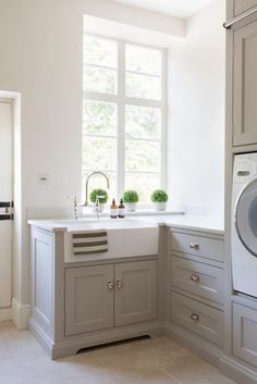 Therefore, providing a laundry room sink ideas will helps us to maximise our cleaning activity and the use of the room itself. Laundry Room Utility Sink, Mudroom Laundry Room, Laundry Room Layouts, Small Laundry Rooms, Country Laundry Rooms, Open Plan Kitchen, Country Kitchen, New Kitchen, Kitchen Decor