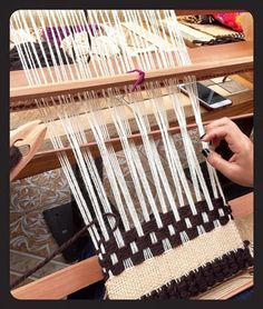 Loom Weaving, Tapestry Weaving, Loom Knitting, Textile Art, Lana, Textiles, Embroidery, Deco, Crafts