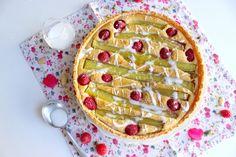 Tarte amandine framboises et rhubarbe, recette - Vegan Pratique Rhubarb Desserts, Vegan Cake, Feel Better, Sweet Recipes, Vegetarian Recipes, Dessert Recipes, Veggies, Pie, Treats