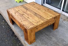 Recycled Pallet Furniture, Pallet Furniture Designs, Rustic Furniture, Wood Pallet Tables, Wood Pallets, Wood Table Design, Reclaimed Wood Projects, Cool Coffee Tables, Woodworking Projects Diy