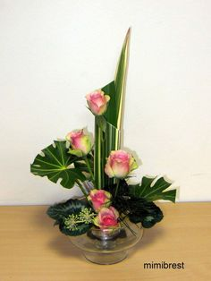 how to staple foliage designs in floral arrangements Contemporary Flower Arrangements, Tropical Flower Arrangements, Ikebana Flower Arrangement, Church Flower Arrangements, Ikebana Arrangements, Beautiful Flower Arrangements, Flower Vases, Beautiful Flowers, Tropical Flowers