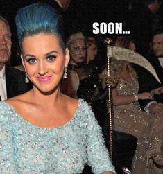 Look at Lady Gaga behind Katy Perry hahahahahahahaha Lol, Haha Funny, Funny Memes, Funny Stuff, Random Stuff, Creepy Stuff, Funny Shit, Random Things, Katy Perry