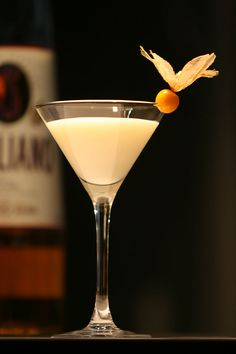 Cocktail coquin pour la Saint Valentin. golden retrievers, golden cadillac, martinis, brule martini, drink recipes, cocktails, creme brulee, cream, champagne flutes