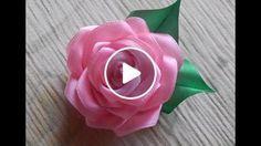Aprenda com este Passo à Passo a Criar uma Linda Flor de Fita de Cetim Mais um Vídeo com Passo à Passo(PAP) Rosa de fita de cetim, uma bela flor de fita de cetim. Vídeo para Enriquecer ainda mais a