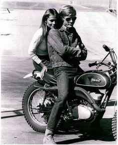 """Robert Redford y Lauren Hutton en """"El precio del fracaso"""", 1970"""