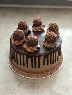 Small ferrero roche cake with ganache on top - Backen - Cake Recipes Nutella Chocolate Cake, Chocolate Cake Recipe Easy, Dark Chocolate Cakes, Chocolate Recipes, German Chocolate, Gateau Aux Oreos, Ferrero Torte, Mini Cakes, Cupcake Cakes