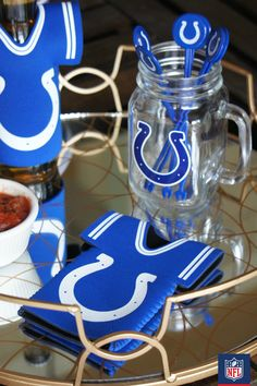 At your next homegating party, display drink accessories and straws in your Indianapolis Colts mason jars. It's a perfect way to spice up your gameday spread. (via Living In Yellow)
