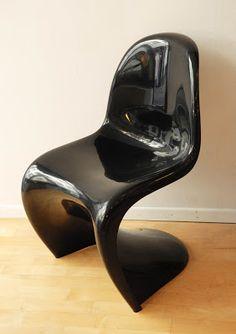 Panton chair noire, design Verner Panton, éd. Herman Miller/Fehlbaum, 1971 Vevey, Tap Shoes, Dance Shoes, Panton Chair, Vintage Design, Pantone, Kitten Heels, Boutique, Herman Miller