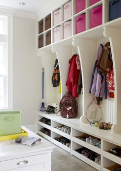 Ways to Make Your Mudroom More Functional lots of room to organize in this Mud Room. check out the shoe storage.lots of room to organize in this Mud Room. check out the shoe storage. Shoe Shelves, Shoe Storage, Shoe Racks, Storage Bins, Diy Storage, Shelving, Locker Storage, Hall Deco, Mudroom Laundry Room