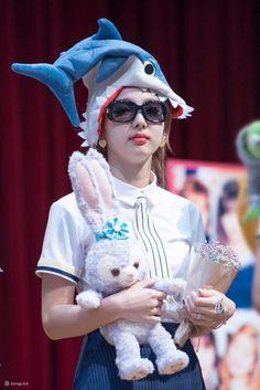 Twice-Nayeon 170604 Sign Event Extended Play, South Korean Girls, Korean Girl Groups, K Pop Idol, Korean K Pop, Nayeon Twice, Tzuyu Twice, Dahyun, Im Nayeon