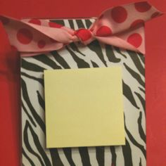 Zebra print noteholder