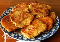 Yellow squash fritters are easy to make and so good. Great way to use up summer squash from the garden. Yellow Squash Patties, Baked Yellow Squash, Yellow Squash Recipes, Summer Squash Recipes, Cooking Yellow Squash, Okra Fritters Recipe, Squash Fritters, Corn Fritters, Grilled Vegetable Recipes