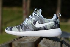 outlet store ca1e3 03229 Pas Cher Nike Roshe Two Camouflage Print dark grey green Youth Big Boys  Shoes