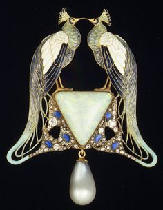 Art Nouveau Lalique peacock pendant of gold, enamel, opal, pearl, diamonds. Bijoux Art Nouveau, Art Nouveau Jewelry, Jewelry Art, Vintage Jewelry, Fine Jewelry, Fashion Jewelry, Jewelry Making, Lalique Jewelry, Schmuck Design