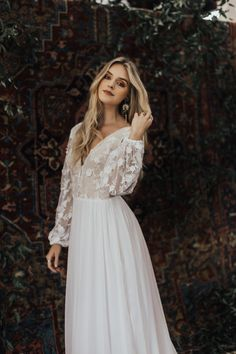 Are you the romantic bohemian bride? Are you dreaming about light and effortless wedding dress? The Yaya wedding dress might be 'the one' for you. Wedding Dress Chiffon, Wedding Dress Trends, Bohemian Wedding Dresses, Perfect Wedding Dress, Best Wedding Dresses, Bridal Dresses, Wedding Gowns, Silk Chiffon, Lace Silk