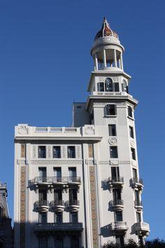 Edificio Rex, construido por el arquitecto Alfredo Jones Brown entre 1926 y 1928. Centro, Montevideo.