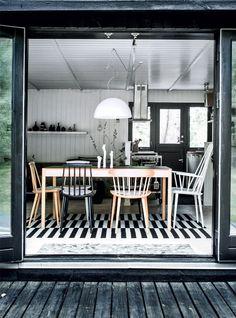 Sommerbolig: Fra cigarkasse til zen - Boligliv - ALT. Kitchen Dinning, Dining Room, Black House, Inspiration, Black And White, Architecture, Ideas, Interior, Furniture