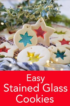These stained glass cookies from Preppy Kitchen are SO EASY to make and so impressive to look at. Christmas Sugar Cookies, Christmas Snacks, Christmas Cooking, Christmas Goodies, Christmas Candy, Holiday Treats, Diy Christmas Food Gifts, Easy Christmas Cookies, Christmas Biscuits