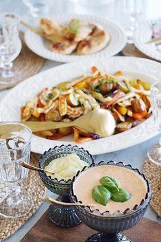 Rostade rotsaker och potatis med halloumi… Och en supergod sås! | Jennys rum och spis Halloumi, Kitchenaid, Scones, Rum, Cantaloupe, Ethnic Recipes, Easy, Food, Prom Dresses