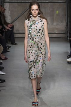 Marni Fall 2017 Ready-to-Wear Fashion Show - Michelle Gutknecht Milan  Fashion Weeks a4e358f61