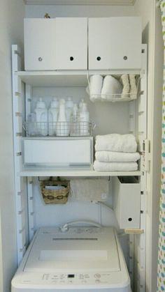こんにちは!洗濯機の上の収納をいつか落ちそうで不安だった突っ張り棚からレクポストを使ってDIYしました。レイアウトは昔のまんま(笑)スペースラック支柱(ホワイト塗装)片溝 【27×60×1970mm】レクポストの溝より棚板の方が数ミリ厚くて、ヤスリ Laundry Room Remodel, Apartment Balcony Decorating, Laundry Room Design, Design Bathroom, Tidy Up, Small Rooms, Bathroom Storage, Interior Architecture, House Styles