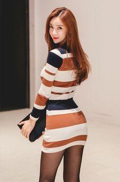 ( *`ω´) ιf you dᎾℕ't lιkє Ꮗhat you sєє❤, plєᎯsє bє kιnd Ꭿℕd just movє ᎯlᎾng. Japan Fashion, Girl Fashion, Cute Asian Girls, Beautiful Asian Women, Korean Women, Sweater Weather, Asian Woman, Fitness Fashion, Awesome