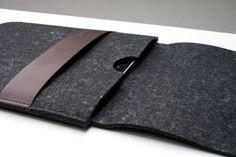 iPad Tasche aus schickem Wollfilz mit Lederstreifen | Buff Pouch von Burning Love