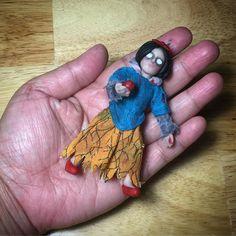 creepy snow white miniature poseable art doll by Ria Mendoza Hoyt (orangejar.com)
