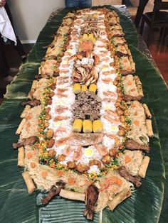 [Homemade] Filipino Boodle fight with wild alaskan seafood Filipino Dishes, Filipino Recipes, Food Platters, Food Dishes, Boodle Fight Party, Food Set Up, Boodles, Pinoy Food, Catering Food