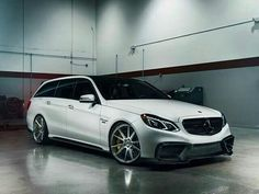 RENNtech took the latest generation AMG, Mercedes' latest midsized beast, and added a host of under hood and exterior styling options. Mercedes Maybach, Mercedes G Wagon, Mercedes E Class, Cool Sports Cars, Super Sport Cars, Nice Cars, E63 Amg Wagon, Merc Benz, Wagon Cars