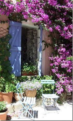 fleurir la façade pour agrandir le jardin
