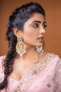 Eesha Rebba looks hot in long-sleeved pink Taffeta Lehenga embroidered choli at Santosham Awards. Hollywood Actress Name List, Hollywood Girls, Hollywood Heroines, Most Beautiful Indian Actress, Beautiful Actresses, Hot Actresses, Indian Actresses, Oscars Red Carpet Dresses, Bollywood Actress Hot