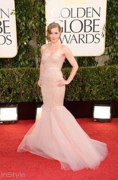 Amy Adams tercihini ten rengi bir Marchesa tasarımından yana yapıyor.